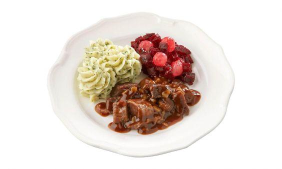 Gemalen en zoutarm Hachee, rode bietjes met zilveruitjes en aardappelpuree met tuinkruiden