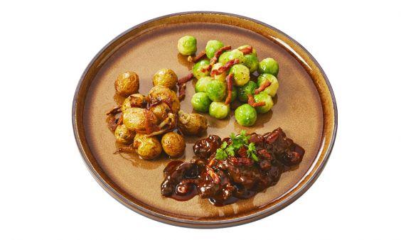 Zoutarm Hazenpeper, spruitjes met spek en aardappeltjes in de schil