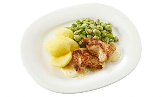 Standaard Kalkoenbiefstukjes in dragonsaus, tuinbonen met ui en gekookte aardappelen