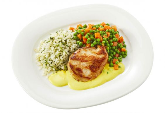 Standaard Kipkerrie met doperwtjes-worteltjes en gekruide rijst