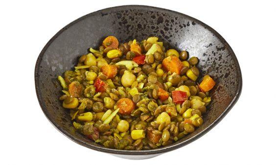 Linzensalade met waspeen, kikkererwten en maïs