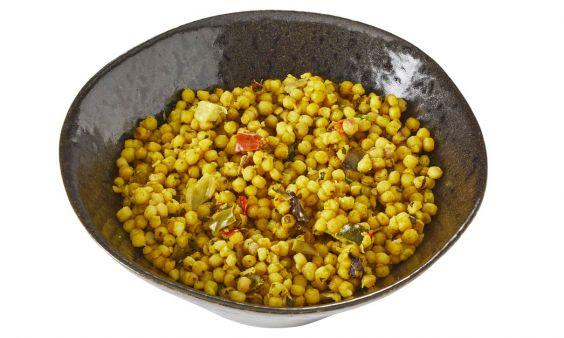 Parelcouscoussalade met paprika en courgette