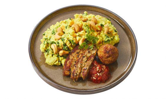 Zoutarm Gekruid speklapje en gehaktballetje met tomaat-venkelsalsa en een stamppot van pompoen en paksoy met cashewnoten