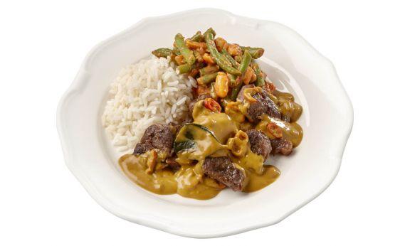 Standaard Daging rendang met sajourboontjes en witte rijst