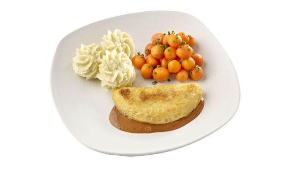 Gemalen Omelet champignon in provencaalse saus met Parijse worteltjes en ardappelpuree