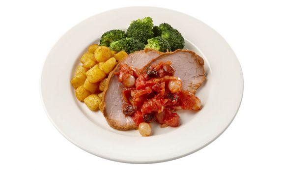 Standaard Varkensfricandeau in zoete uiencompote met broccoli en gebakken aardappeltjes