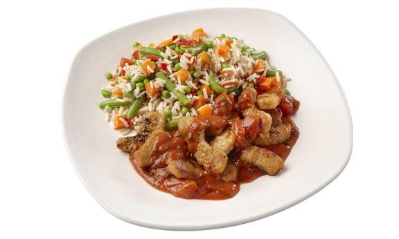 Standaard Vegetarische grillstukjes met pomodorisaus en zilvervliesrijst-groenteschotel
