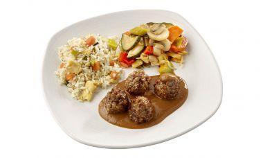 Vegetarische balletjes in satésaus, tjap tjoy en nasi goreng