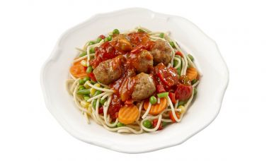 Spaghetti met gehaktballetjes in kruidige tomatensaus