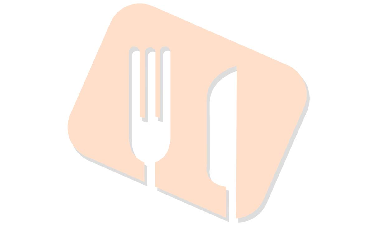 Halskarbonade in jus. Witlof met bacon. Gekookte krieltjes