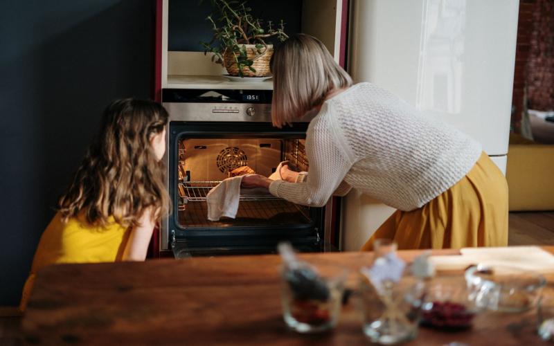 Eten opwarmen in oven of magnetron